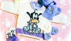 Un classique de Disney pour ce pull pour bébé : Le pull Au bord de la piscine Le cardigan Navy