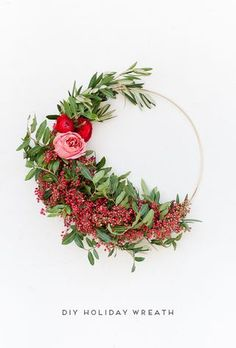 This weekend that just past, I put together a little holiday wreath workshop, along with Malorie from Petal + Fold, to get into the Christmas spirit before December 25th comes crashing in. This month