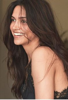 Deepika Padukone Blows Us Away With Her Sheer Beauty As She Becomes Cover Girl For August Issue Of Vogue Bollywood Girls, Bollywood Celebrities, Bollywood Fashion, Bollywood Actress, Deepika Padukone Style, Deepika Padukone Hairstyles, Actress Without Makeup, Bollywood Hairstyles, Dipika Padukone