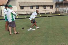 Chơi bowling 73 tiếng để phá kỉ lục và kết quả chưng hửng   Một người đàn ông ở Úc đã quyết định phá kỉ lục thế giới hạng mục chơi bowling lâu nhất và rất ngỡ ngàng sau khi phát hiện mình không phá cái gì cả.  Ông Barwick đã chơi bowling suốt 73 tiếng với mong muốn phá kỉ lục thế giới  Một người đàn ông ở Úc đã quyết định phá kỉ lục thế giới hạng mục chơi bowling lâu nhất và rất ngỡ ngàng sau khi phát hiện kỉ lục không hề tồn tại.  Shayne Barwick người quản lý Câu lạc bộ Bowling Cloncurry đã…