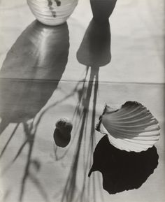 florence henri - untitled c. 1931 - shadows and light - still life Shadow Photography, Still Life Photography, Art Photography, Levitation Photography, Exposure Photography, Creative Photography, Wedding Photography, Bauhaus, Florence Henri