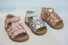 MICAM 86 kids' footwear trends for spring summer 2019 Discover the kids' footwear trends for 2019 in our reportage from MICAM 86 the leading international footwear exhibition Baby Girl Shoes, Kid Shoes, Girls Shoes, Gold Sneakers, Kids Sneakers, Fashion Shoes, Kids Fashion, Fashion Clothes, Logo Shoes