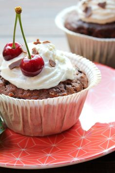 Muffins de chocolate y cereza Muesli, Cheesecake, Pudding, Chocolate, Desserts, Sweets, Deserts, Tailgate Desserts, Cheesecakes