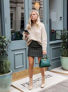8 high street pieces that we have seen at London Fashion Week . , high street pieces that we have seen at London Fashion Week . Winter Outfits For Teen Girls, Fall Winter Outfits, Autumn Winter Fashion, Dress Winter, Winter Skirt, Autumn Style, Autumn Casual Outfits, Autumn Outfits Women, Mini Skirt Outfit Winter