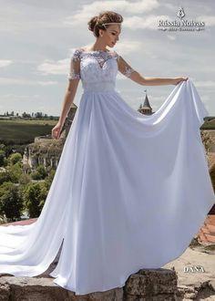DANA: O vestido Dana é moderno e ousado, ao mesmo tempo que é perfeito para casamentos que fogem do tradicional, como praia e campo. Para saber mais, acesse: www.russianoivas.com #vestidodenoiva #vestidosdenoiva #weddingdress #weddingdresses #brides #bride