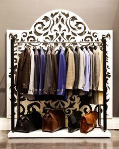 Вешалка с товаром бутика мужской одежды BESPOKE в Нью-Йорке