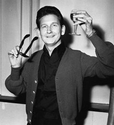 Roy kelton orbison (april 1936 – december was an influential american singer-songwriter and a pioneer of rock and roll whose recording career spanned. 50s Music, Music Icon, Travelling Wilburys, American Bandstand, Roy Orbison, Travel Music, Cover Songs, Pop Songs, Beautiful Voice