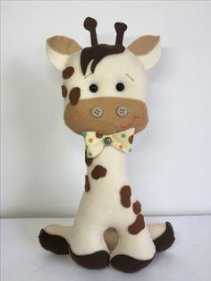 Girafa em feltro Felt Giraffe, Zebras, Safari, Origami, Hello Kitty, Crochet, Character, Giraffes, Fabric Dolls