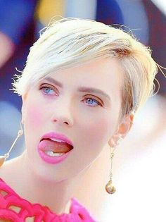 Blonde Pixie, Blonde Hair, Blond Pony, Girl Tongue, Black Widow Scarlett, Star Actress, Hollywood Actresses, Short Hair Styles, Lips