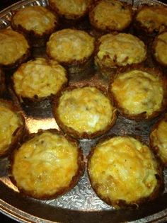 Hash Brown Quiche Baskets- Erik would love these! Breakfast Lunch Dinner, Breakfast Time, Breakfast Ideas, Breakfast Recipes, Quiche Ideas, Sausage Quiche, Birthday Brunch, Incredible Edibles, Healthy Food Options