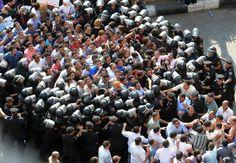 Police practice with peaceful demonstrators before Jan 25 revolution