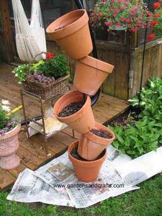 flower pots outdoor Tipsy Pots Tower Planter: My husband saw this clay pot tower in someone's yard several years ago and I just had to figure out how to make one. Stacked Flower Pots, Stacked Pots, Clay Flower Pots, Flower Pot Crafts, Ceramic Flowers, Diy Garden Projects, Garden Crafts, Creative Garden Ideas, Lawn And Garden