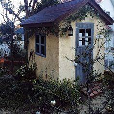 女性で、Other、家族住まいの定点観測2/DIY小屋/ジャンク/DIY/ランタン/ガーデン…などについてのインテリア実例を紹介。「最近この小屋で、こども達が遊んでいます。黒板を持ち込んで学校ごっこをしたり、ままごとしたり… ほほえましいです。 今日も誰か遊びにくるかなぁ。」(この写真は 2016-01-14 15:51:49 に共有されました)