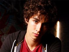 Robert Sheehan (Nahtan from Misfits). I find him oddly attractive....
