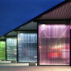 Translucent Building Elements in Facades is part of architecture - Translucent polycarbonate facades with excellent isolation and heatinsulation, available in a variety of colors Booth Design, Wall Design, Polycarbonate Panels, Facade Lighting, Glass Facades, Facade Design, Facade Architecture, Building Materials, Terrazzo