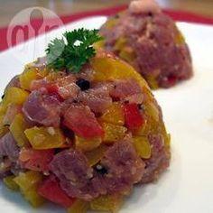 Thunfisch Tartar - Für den Thunfisch-Tartar braucht man Thunfisch in Sushi-Qualität, also nur ganz frisch.@ de.allrecipes.com