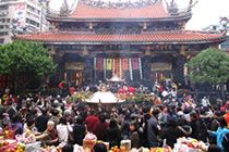 SIGHTS - Taipei - Lungshan Temple -- Address: 211 Guangzhou St -- Getting there: Metro Longshan Temple -- Opening hours: 6am-10pm