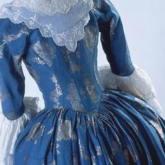 Can't believe we're almost to the end of #georgianjanuary! For Day 29 and the #clothing #theme: here's the back of an elegant robe a l'anglaise, blue silk with silver thread c1780. Costume Museum of Canada  #robealanglaise #silk #gorgeousgeorgians #dames_a_la_mode #costumehistory #fashionhistory #18thcentury