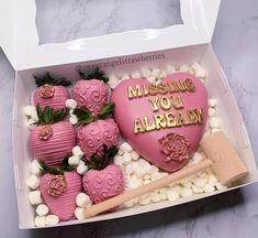 Heart Shaped Chocolate, Chocolate Hearts, Chocolate Box, Birthday Cake For Him, Birthday Desserts, Strawberry Box, Chocolate Covered Treats, Candy Gift Box, Fruit Box