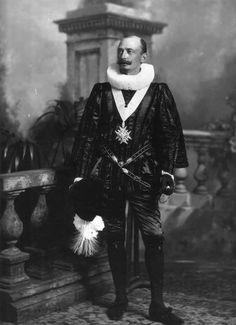 Ludwig Neumann (1859-1934) as Duc de Joyeuse.