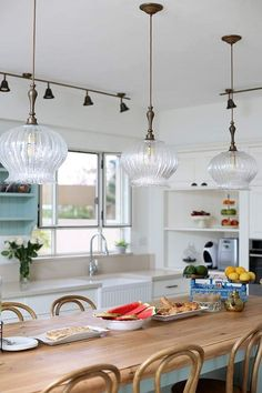 Eclectic Pendant Lighting, Home Decor Kitchen, Kitchen Design, Home Projects, Kitchen Remodel, Sweet Home, Wall Lights, Dining Room, House Design