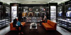Continua il retail di @Ashley Lam che apre il suo secondo negozio a #Xian, in #Cina, all'interno del prestigioso e rinnovato mall Modern Capital Printemps.http://www.sfilate.it/225543/prada-apre-negozio-xian-in-cina