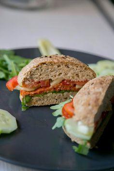 Zablisztes zsemlék (glutén-, élesztő-, cukor-, tejmentes) Salmon Burgers, Cukor, Paleo, Sandwiches, Gluten Free, Ethnic Recipes, Pizza, Brot, Glutenfree