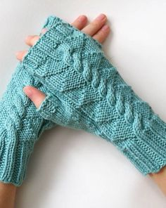 Free Knitting Pattern for Daenerys Mitts inspired by Game and Thrones - Cable and texture create a dragon back on the back of these fingerless mitts. Designed by Vlněné sestry. Available in English and Czech. Pictured project by creationsonawhim