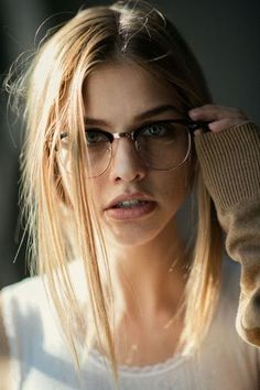 ☺ Marina Laswick by Jesse Herzog New Glasses, Girls With Glasses, People With Glasses, Girl Glasses, Glasses Style, Girl Face, Woman Face, Beautiful Eyes, Beautiful Women