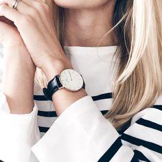 Marinière + montre sobre à large cadran = le bon mix (instagram Liesl Ray)