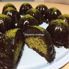 10 Minuets : Image may contain: food Best Cake Recipes, Cookies Ingredients, Food Cakes, Powdered Sugar, Beautiful Cakes, Chocolate Cake, Yogurt, Waffles, Food And Drink