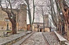 El rey Al-Mamún de la taifa de Toledo apreciaba esta zona por sus ricos cazaderos, al punto que alojó en su palacete de Brihuega a su amigo Alfonso, rey de León, cuando en 1072 éste fue derrotado en la batalla de Golpejera por su hermano Sancho II de Castilla y expulsado de su reino.