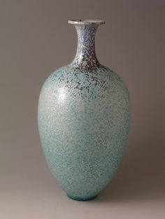 Tetsuaki Nakao - It was introduced worldwide by Bonhams.   Title: Distant Chang-an   A vase, 2007   stoneware, ovoid body with slender neck and short flared lip, all-over blue crystalline   ' Spring' glaze, incised potter's monogram   Height 36.5cm