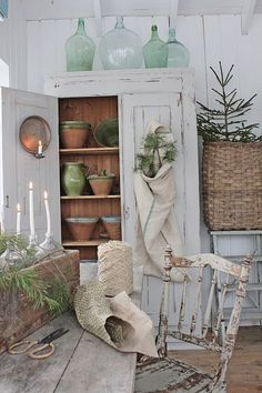 Read more about shabby french chic Vintage Farmhouse Decor, Rustic Cottage, Cottage Style, Vintage Decor, Shabby Chic Stil, Shabby Chic Decor, Rustic Decor, Farmhouse Dinnerware, Vibeke Design