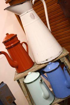 lecheras vintage del Viejo Almacen Watering Can, Vintage Decor, Canning, Home Canning, Vintage Ornaments, Conservation