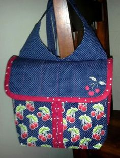 This gadabout was created by Sandy Keister of kansas. I love that she embroidered a similar motif on the flap!  :)