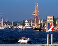 South Haven. Plan a visit to South Haven Michigan and find information on attractions like the South Haven Pier Lighthouse. South Haven Michigan, State Of Michigan, Lake Michigan, Western Michigan, Places To Travel, Places To Go, Places Ive Been, Battle Creek, Enjoy Summer