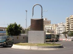 Monumento a la Libertad de Expresión en Cádiz (sí, es un candado…)