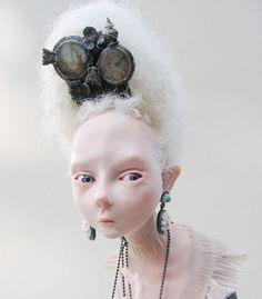 What a beautiful hand made doll - Julien Martinez - Mandragore