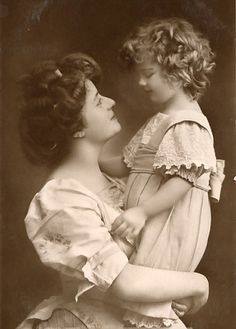 Edwardian era mother and child. - So precious!