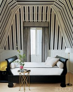 Fall Fashion at Home: Black and White. That daybed!!!
