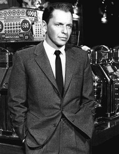 Frank Sinatra as Danny in front of slot machine in Ocean's Eleven Poster Hollywood Men, Hollywood Stars, Classic Hollywood, Vintage Hollywood, Hollywood Glamour, Mia Farrow, Dean Martin, Franck Sinatra, We Movie
