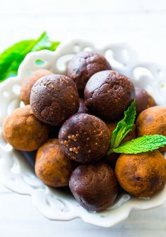 Mint Chocolate Energy Bites #healthy #energy