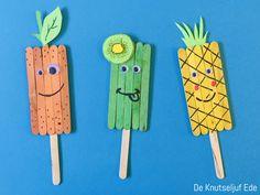 Fruitijsjes knutselen met ijslollystokjes | knutselen | knutselen met ijslollystokjes | knutselen met ijsstokjes | ijslolly stokjes | houten ijslollystokjes | thema fruit knutselen | knutseltips | ijsjes hout Easy Arts And Crafts, Diy Crafts For Kids, Fun Crafts, Paper Crafts, Popsicle Stick Crafts For Kids, Craft Stick Crafts, Craft Sticks, Art N Craft, Summer Crafts