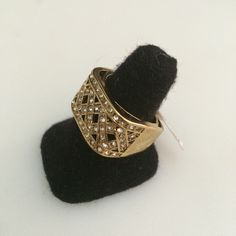http://littlemich.com/wp-content/uploads/2015/03/IMG_3722-1024x1024.jpg Anillo Fashion Dorado con circonias #Joyería #Bisutería - http://littlemich.com/tienda/anillos/anillo-fashion-dorado-con-circonias/