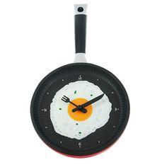 Ceasul de bucatarie in forma de tigaie nu iti pregateste micul dejun, dar cu siguranta iti inveseleste fiecare dimineata!