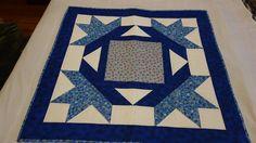Produto técnica em patchwork.  Confeccionado com tecido de algodão de excelente qualidade , pré encolido e cores firme.Estruturado com manta acrílica e quilt reto. R$ 86,15