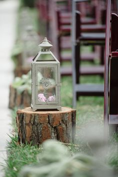 Vintage aisle marker idea - candle lanterns on tree slices {Tina Sargeant Photography}
