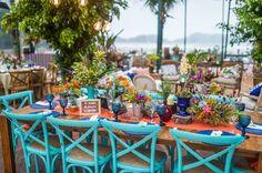 Cadeiras coloridas - Casamento na praia