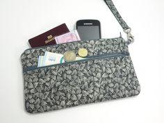 Wristlet strap wallet, gray oak leaves print / Zipper purse organizer / turquoise blue lining / 2 pockets, 3 slots for cards.